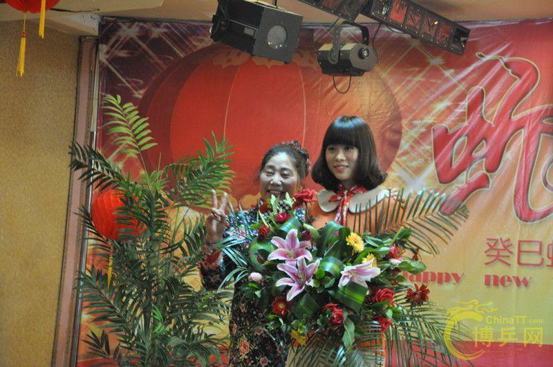 郑州/雪原队选送的古筝独奏《渔舟唱晚》表演者:佳时代